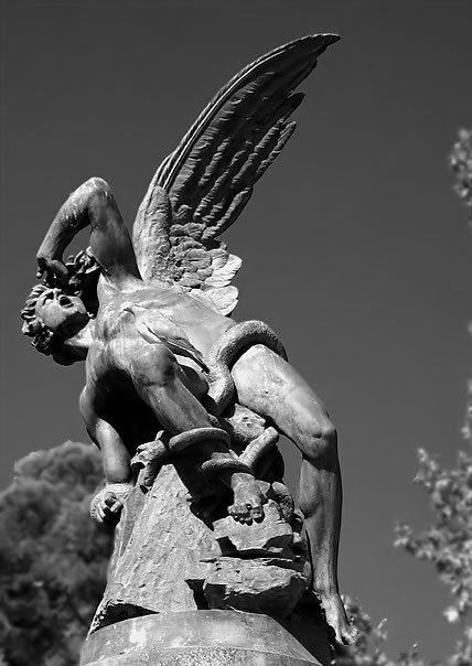 lucifer-statue-madrid