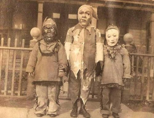 Spooky Old Halloween Costumes From the Past