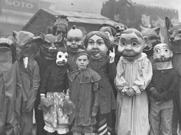 Spooky Old Halloween Costumes From the Past | GnosticWarrior.com