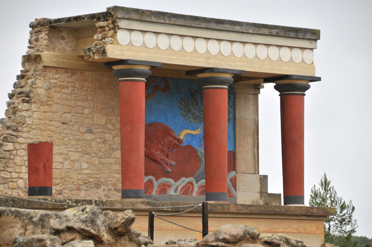 the common features and differences between architectures of ancient greek and rome essay By the 19th century the classics were no longer only a common reference for  look like greek  from ancient rome how is neoclassicism part of larger.